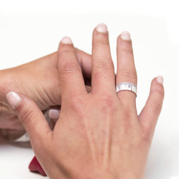 woman figuring out what ring size am i
