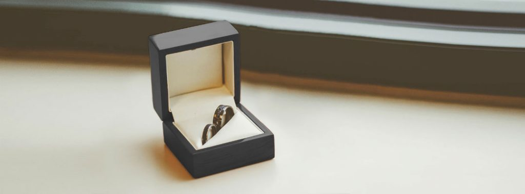 woman propose to a man with ring in box