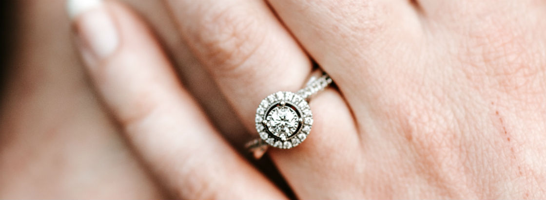 what is the largest diamond in the world woman's hands