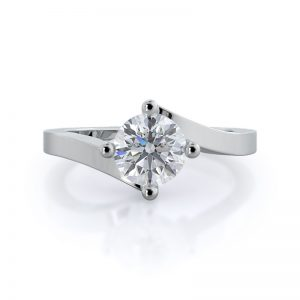 With Clarity Chic East-West Solitaire diamond engagement ring