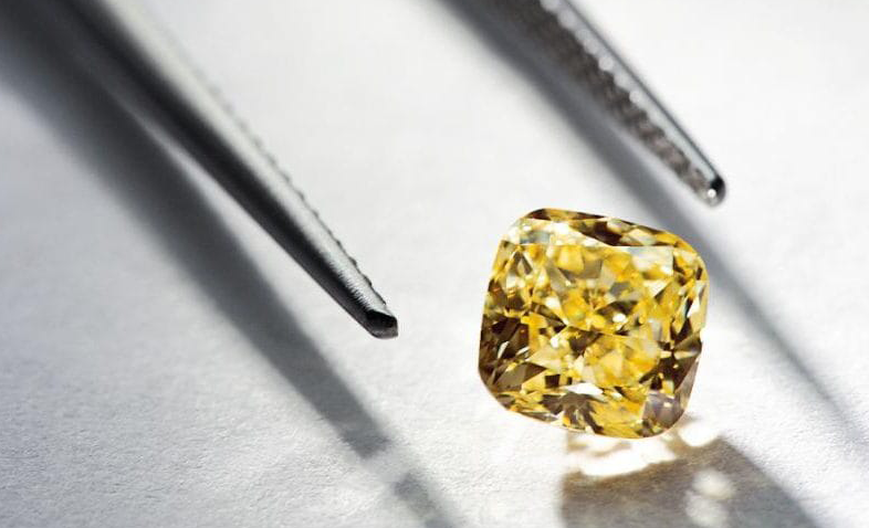 variety of diamond and jewelry education guidance tools and parts used by experts