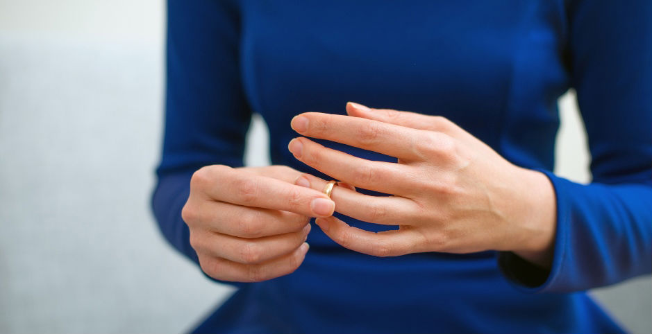What Ring Size Am I? Woman putting on ring