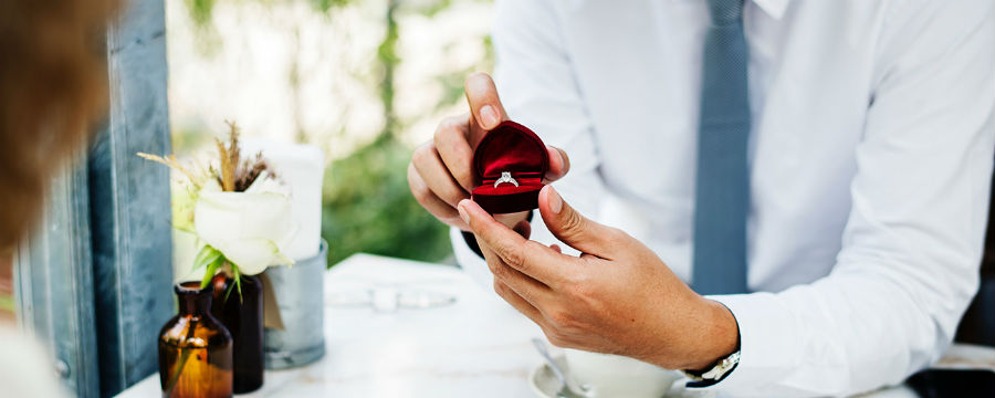 when to propose man holding ring box