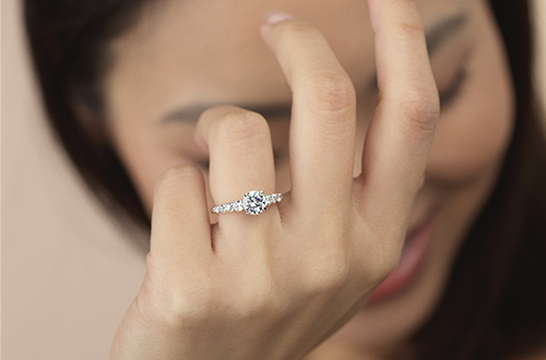 Stunning designs and high quality diamonds for a flawless finish and smooth proposal
